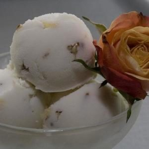 White Chocolate Almond Ice Cream