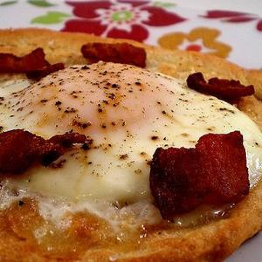 Quick Breakfast Pizza