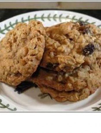 Oaty Raisin Cookies