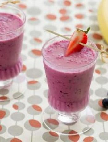 Berry Banana Breakfast Smoothie (Sponsored)